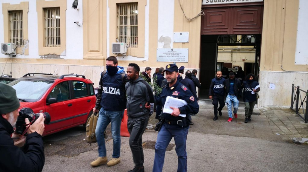 A moment during the operation that led to the arrest of suspected Nigerian clan members in Palermo | Photo: ANSA