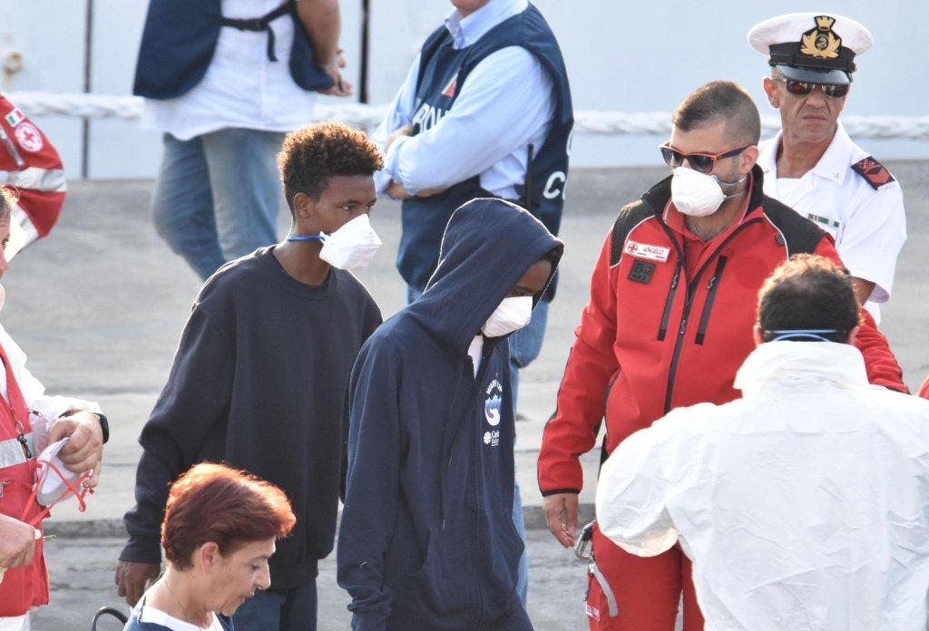 Young migrants from Eritrea disembark the Italian Coast Guard ship Diciotti in the port of Catania, Italy   Photo: Archive/ANSA/ORIETTA SCARDINO