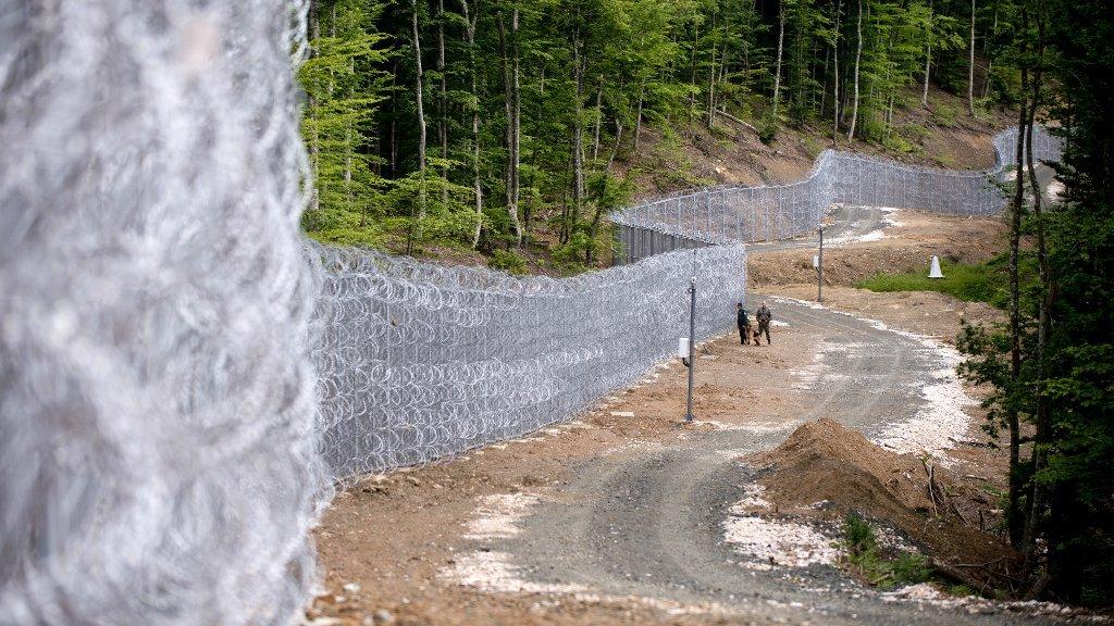 گزمه نیروهای امنیتی در امتداد مرزهای بلغاریا و ترکیه در روز 22 می 2016. عکس از Nikolay Doychinov, AFP