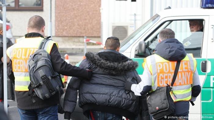 deportation-of-refugees-dw