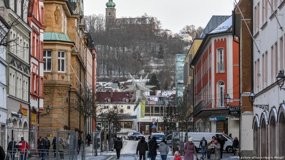 Quatre demandeurs d'asile ont agressé des passants dans la ville d'Amberg, en Bavière, relançant le débat sur l'accueil des migrants en Allemagne. Crédit : Picture-alliance/dpa/A.Weigel