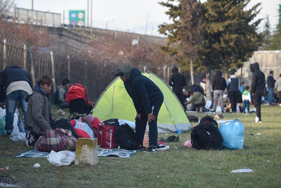 Des milliers de migrants attendent à la frontière turco-grecque de pouvoir gagner l'Europe. Crédit : Mehdi Chebil pour InfoMigrants