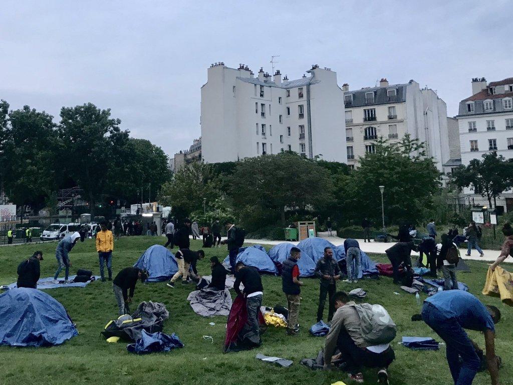 Les migrants du jardin Villemin ont finalement été pris en charge par les autorités. Crédit : Utopia 56