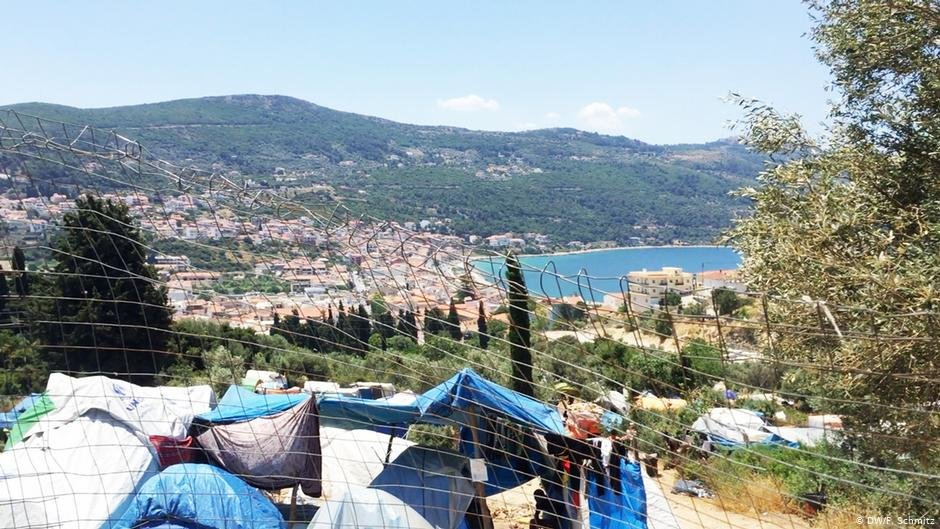 The migrant camp on Samos, with Vathy in the background | Photo: DW/F.Schmitz