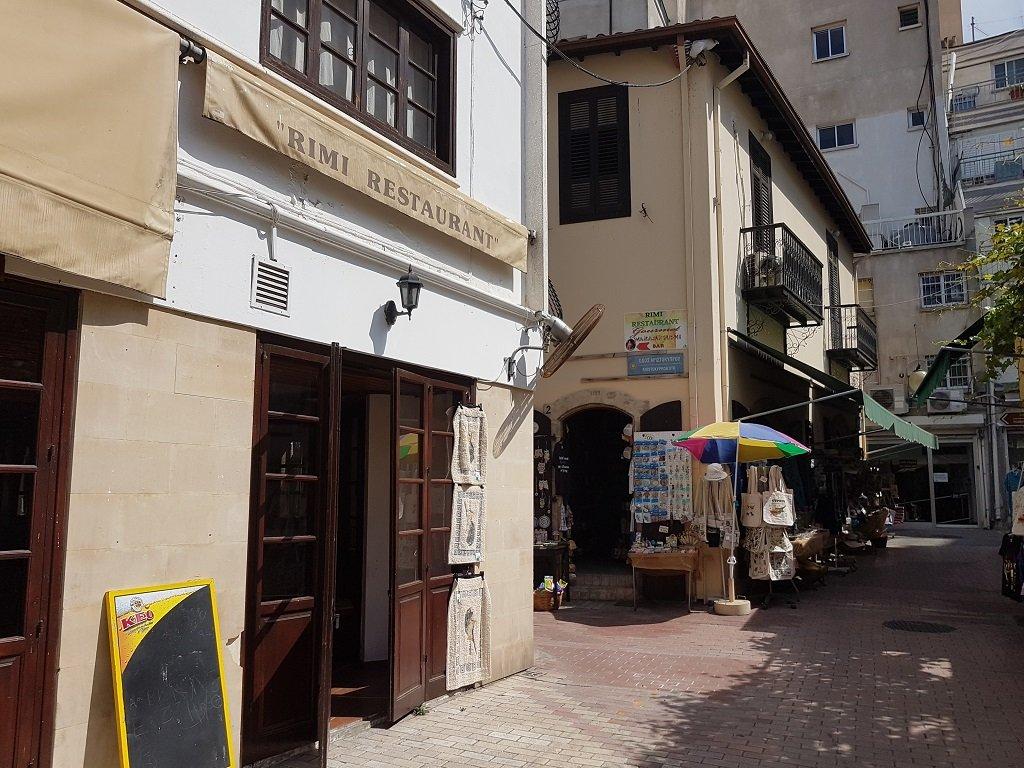 مدخل الصالة الملحقة بفندق ريمي في شارع سولونوس في نيقوسيا. الصورة: شريف بيبي
