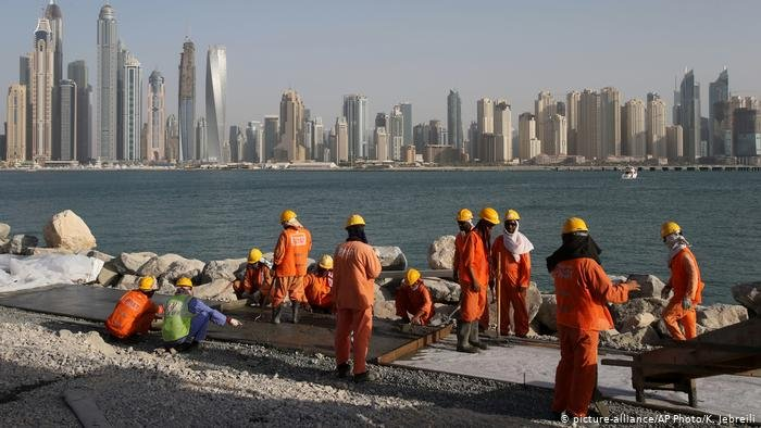 Migrant workers in Dubai | Photo: picture-alliance/K. Jebreili