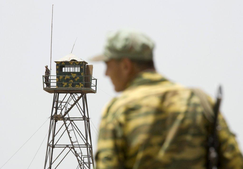 له افغانستان سره پر پوله د تاجکستان د سرحدي پولیسو د کنټرول مرکز. ۲۰۰۸ جولای. انځور: رویټرز