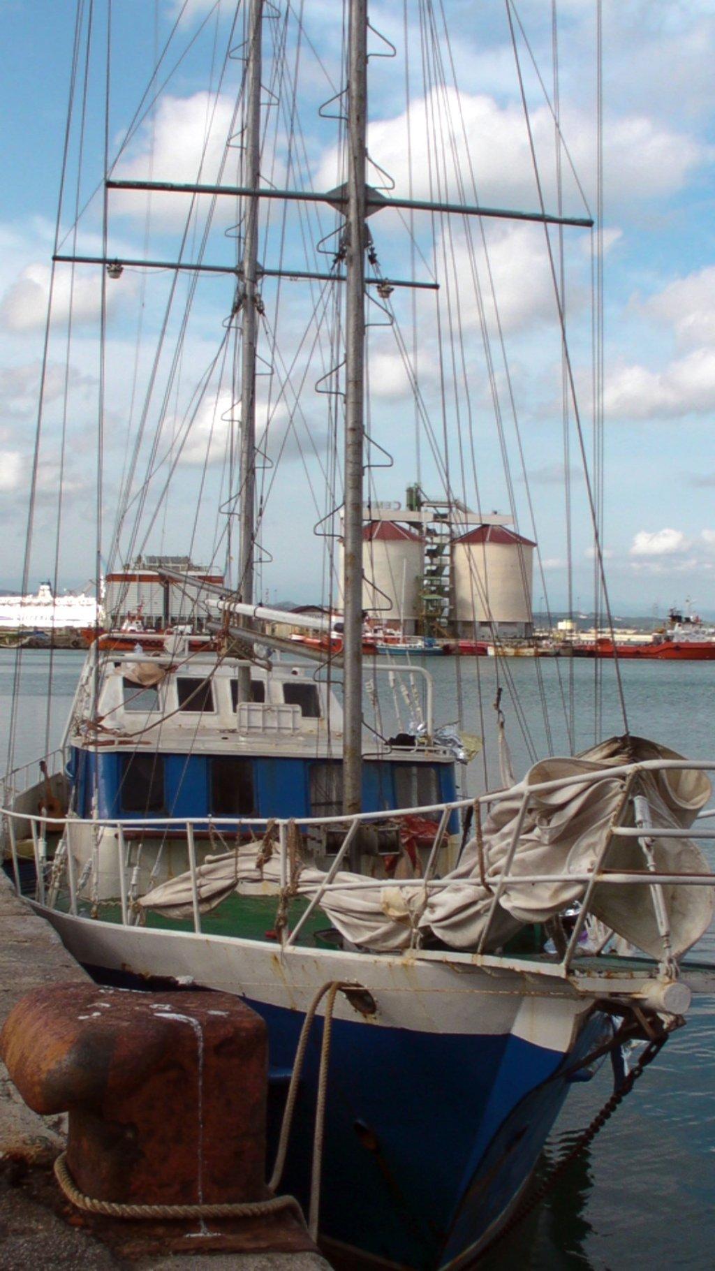 ansa / قارب شراعي يستخدمه المهاجرون في عبور البحر المتوسط. المصدر: أنسا.