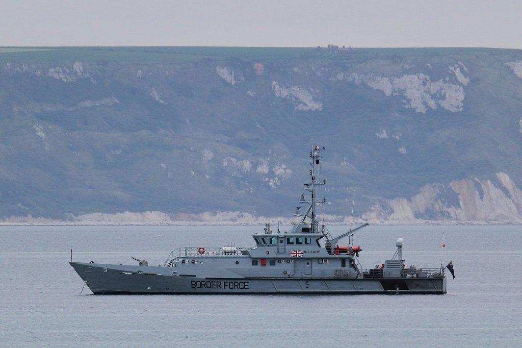 إحدى سفن جهاز حماية الحدود البريطاني في المياه الإقليمية الإنكليزية في بحر المانش قبالة السواحل الفرنسية. المصدر: فيسبوك