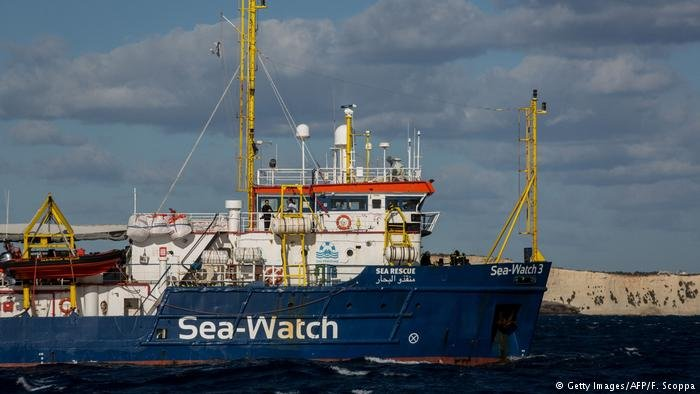 Getty Images/AFP/F. Scoppa |سفينة الإنقاذ Sea-Watch 3 التي أنقذت المهاجرين الـ 47 .