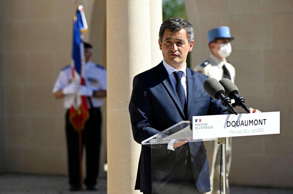 © أ ف ب |وزير الداخلية الفرنسي جيرالد دارمانان ببلدة دوومون الفرنسية في 29 يوليو/تموز 2020.