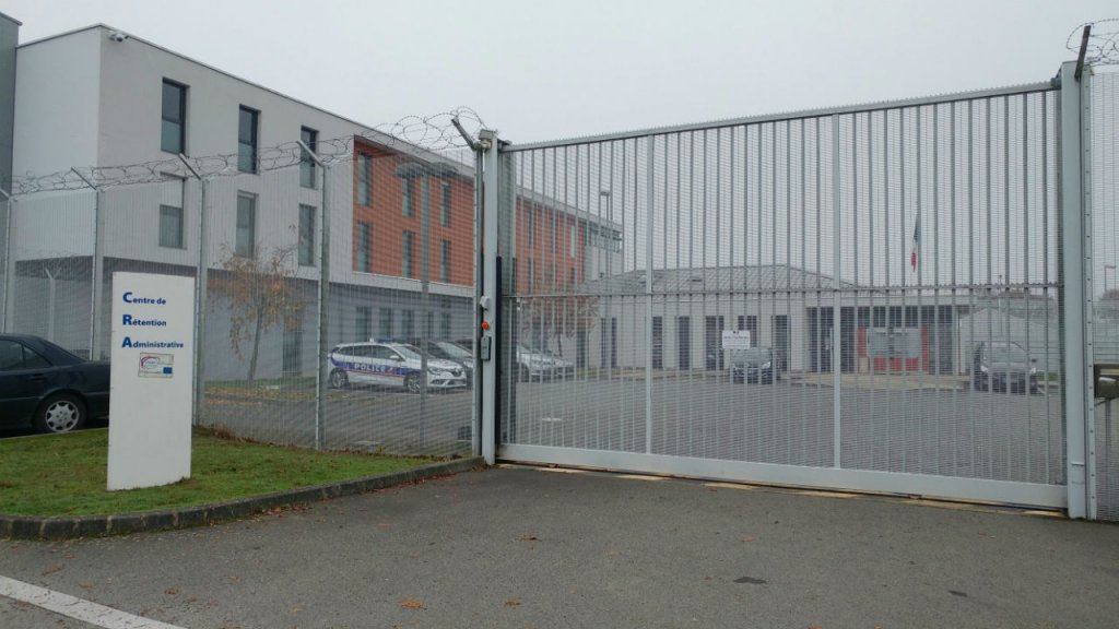 مدخل مركز الاحتجاز الإداري، في مدينة رين. المصدر: لاسيماد