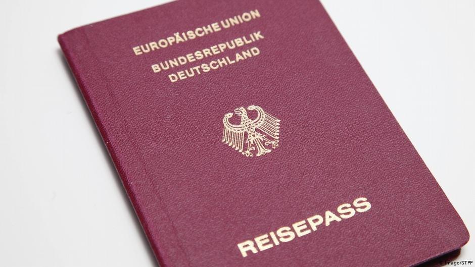 در ده سال گذشته، از حدود سه صد شهروند خارجی تابعیت آلمان پس گرفته شده است.