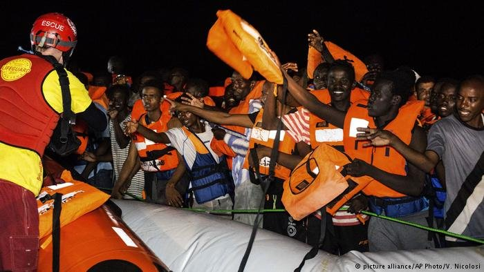 Migrants being rescued in the Mediterranean | Photo: Picture-alliance/AP Photo/V.Nicolosi