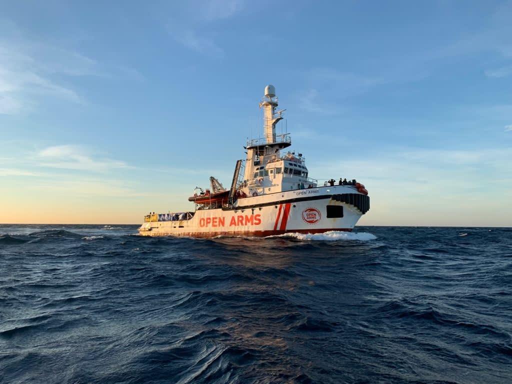 L'Open Arms fait route vers la Sicile pour débarquer les naufragés. Crédit : Open Arms