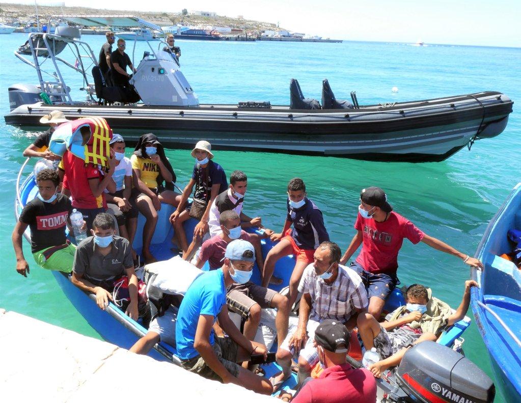 Migrants, including minors, arrive in Lampedusa, Sicily, on August 28, 2020 | Photo: ANSA / ELIO DESIDERIO