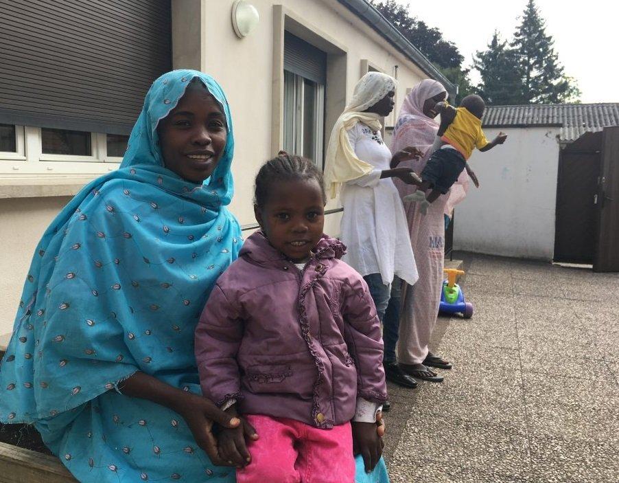 ميمونة وابنتها مروة القادمتان من السودان