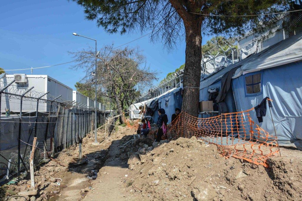 ANSA / مخيم عشوائي تمت إقامته خارج مركز اللاجئين في موريا بجزيرة ليسبوس اليونانية. الصورة: إي بي أيه/ بانايوتيس بالاساكاس.