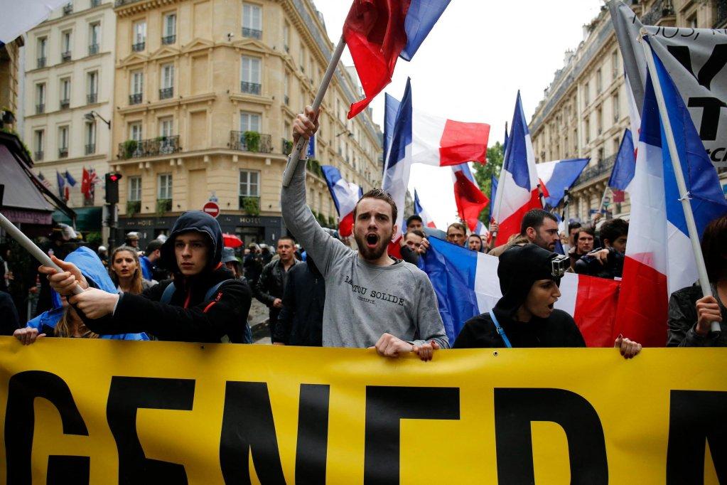 Des membres de Génération Identitaire lors d'une manifestation contre les migrants, le 28 mai 2016, à Paris. © Matthieu Alexandre, AFP