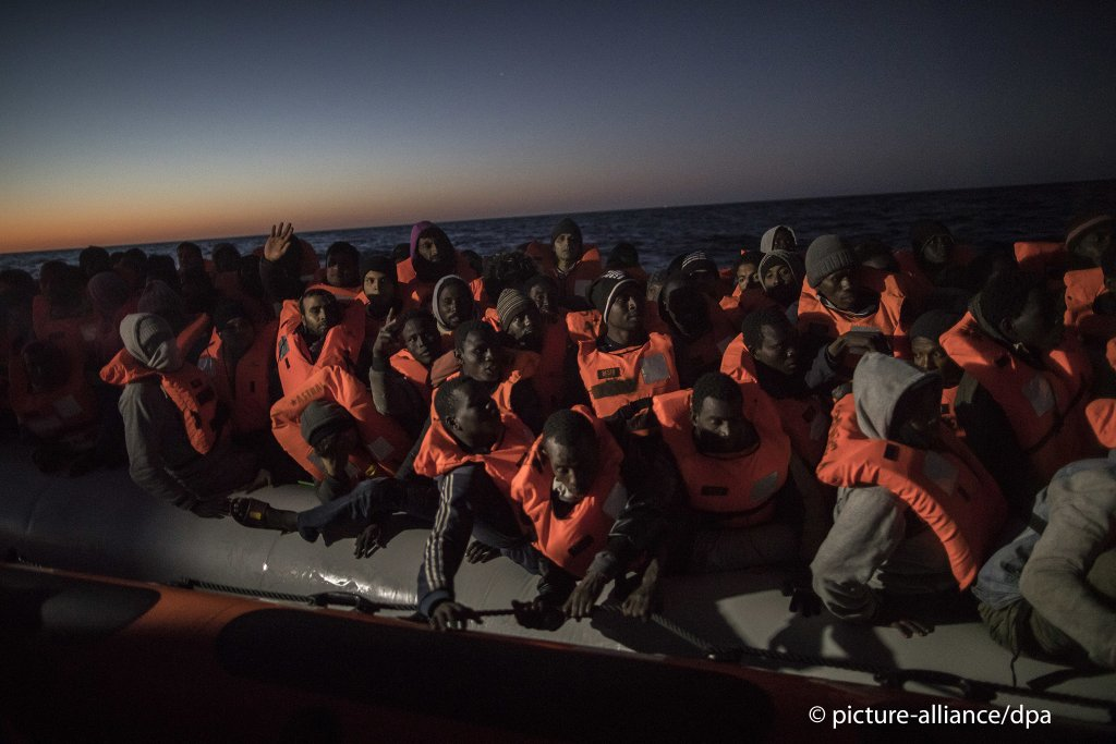 People trying to leave Libya in an inflatable boat are rescued by aid workers from a Spanish NGO north of Al-Khums in January, 2018 | Photo: picture-alliance/S. Palacios