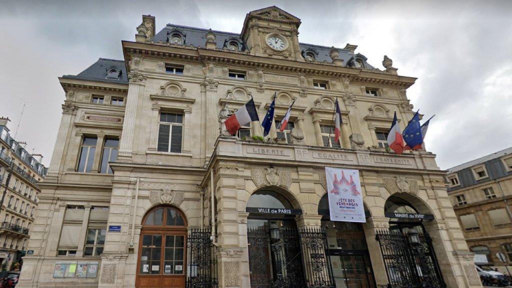 La halte de nuit pour femmes a ouvert en décembre dans les locaux de la mairie du 18e arrondissement de Paris. Crédit : Google Street View
