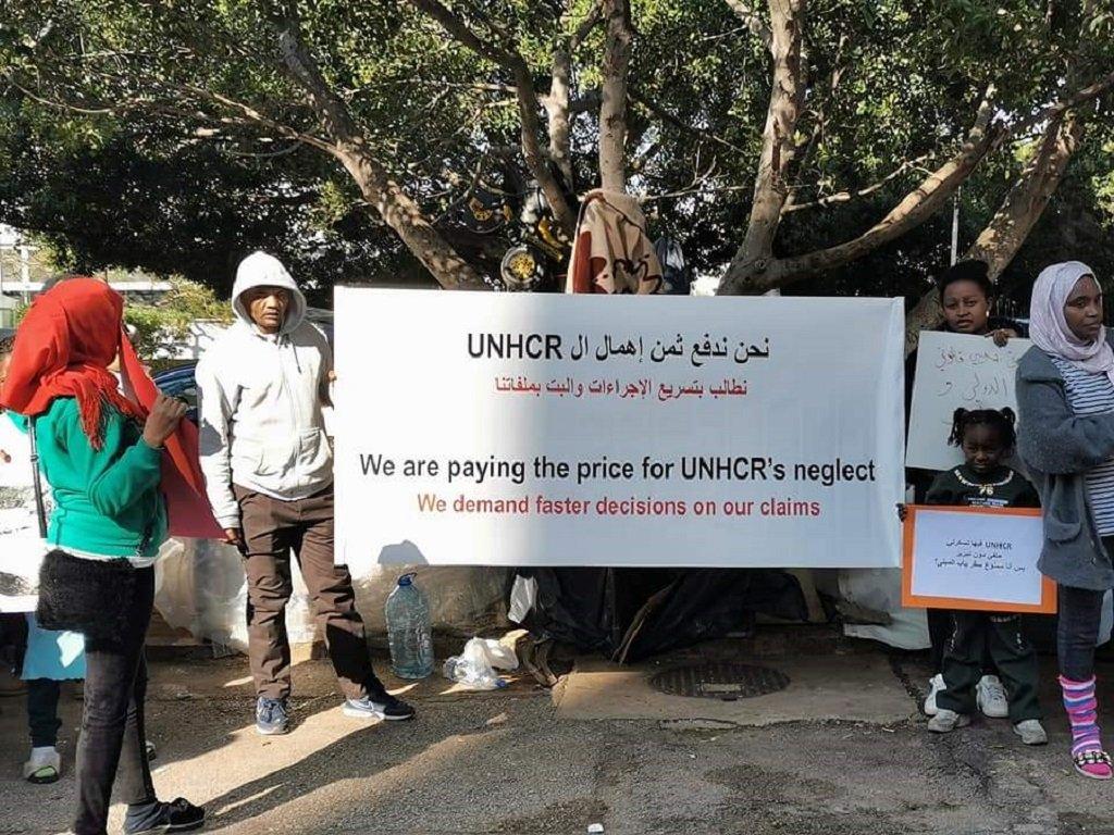 جانب من اعتصام اللاجئين السودانيين في لبنان أمام مقر مفوضية اللاجئين في بيروت. مهاجر نيوز