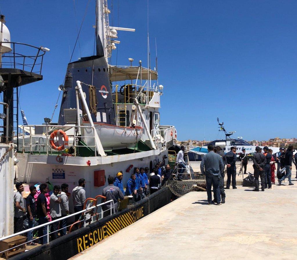 Migrants disembark from the Mare Jonio ship at the dock on the Italian island of Lampedusa, Italy, May 10, 2019 | ANSA/Elio Desiderio