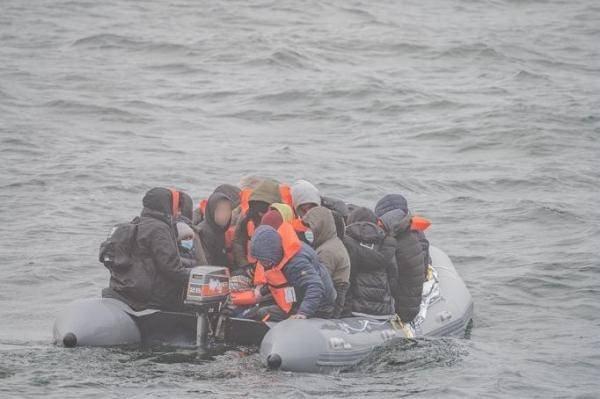 نگهبانان ساحلی فرانسه روز چهارشنبه ۲۱ اپریل ۵۳ مهاجر را از آبهای پا دو کاله  در کانال مانش نجات دادند. عکس از فرمانداری دریای شمال