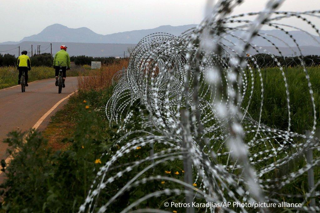 Les grillages de la zone tampon entre les deux territoires chypriotes. Crédit : Picture alliance
