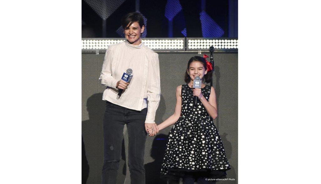 الممثلة هوليود كاتي هولمز وابنتها سوري