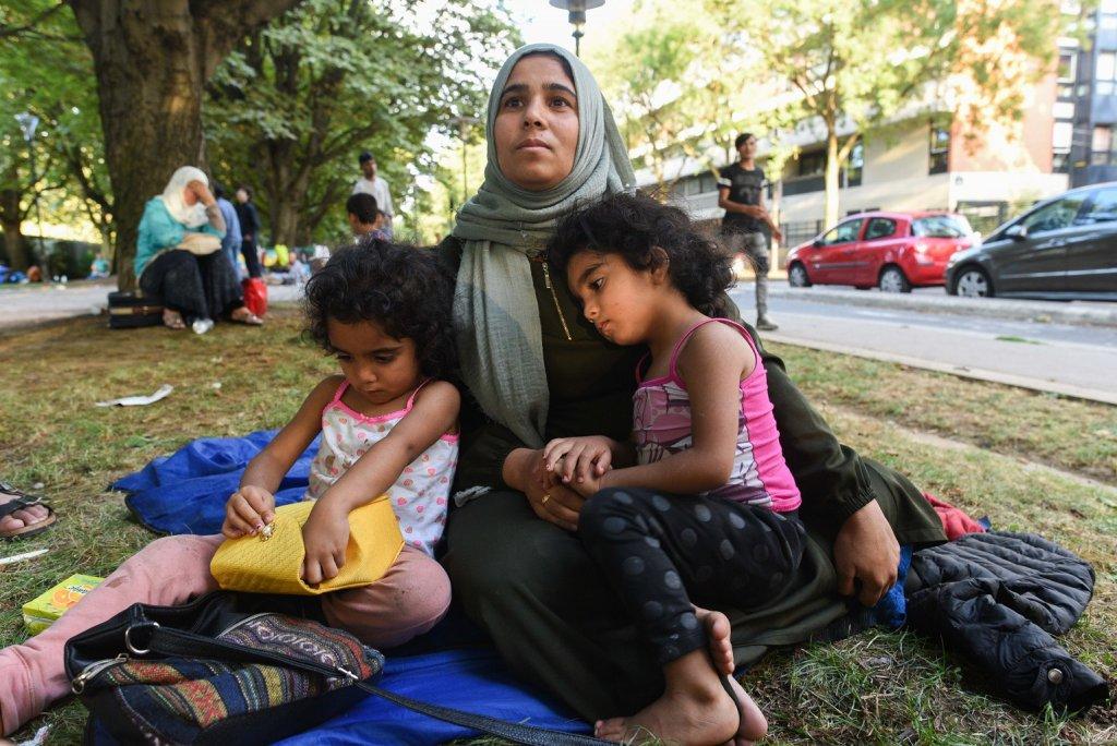 كيراز، طالبة لجوء سورية تعيش في حديقة بباريس مع زوجها وأبنائها الستة. 14 آب/ أغسطس 2018   المصدر: مهاجر نيوز