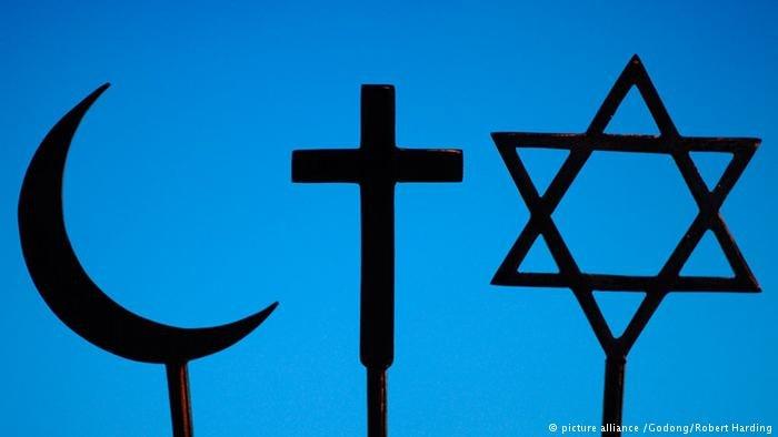دویچه وله- در سالهای پسین شمار زیادی از پناهجویان در آلمان به دین مسیحیت گرویده اند.