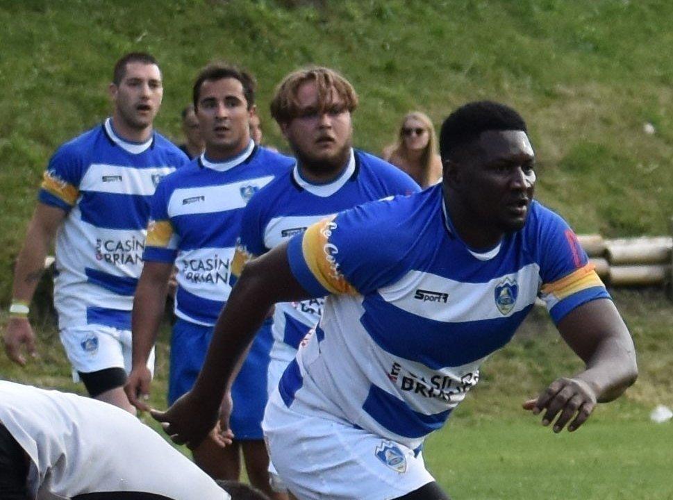 Musa Jaïteh, un demandeur d'asile gambien licencié au Rugby Club du pays briançonnais, est menacé d'expulsion. Crédit : @RCB