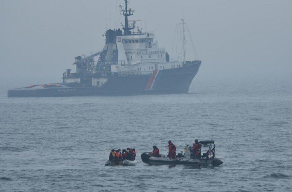 عکس آرشیف: نیروهای فرانسوی در حال نجات گروهی از مهاجران در کانال مانش، ۱۰ می ۲۰۲۰. عکس از پولیس دریای شمال و مانش فرانسه