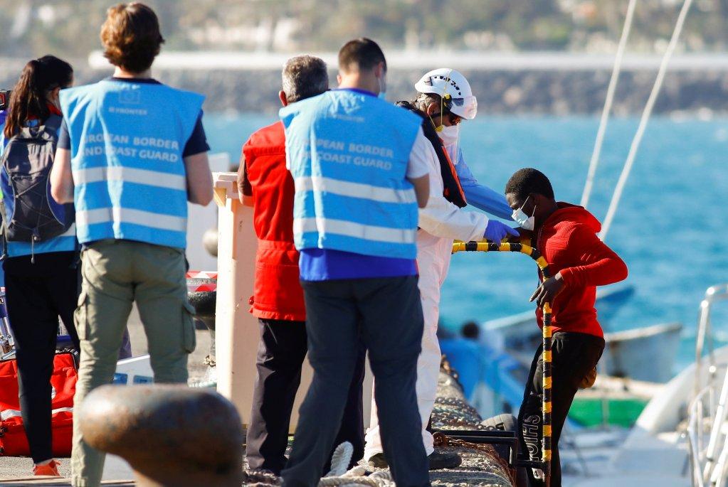 Le canot dérivait à 500 km des Canaries. Crédit  : Reuters