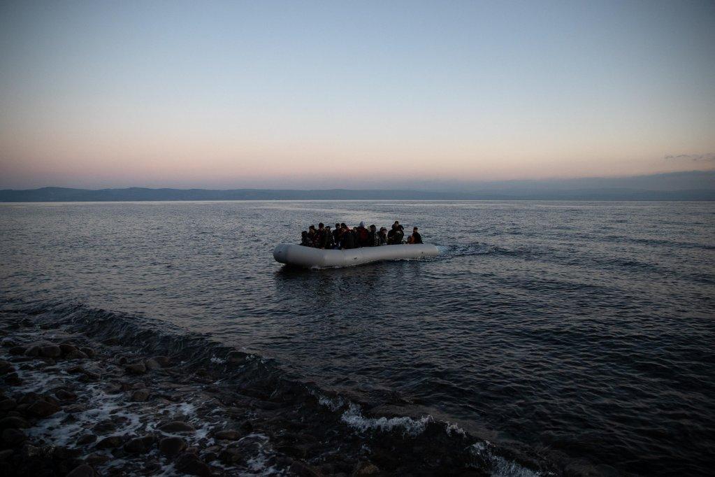 © Alkis Konstantinidis, Reuters |Des migrants afghans débarquent sur l'île grecque de Lesbos depuis le village turc de Skala Sikamias, le 2 mars 2020