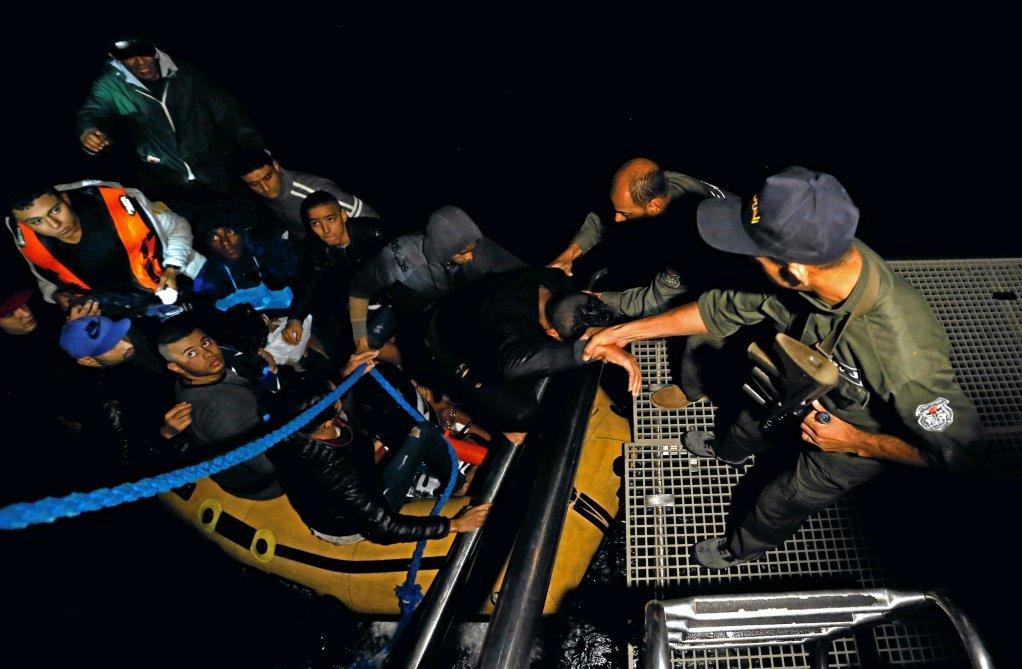 إنقاذ مهاجرين قبالة السواحل التونسية، 12 تشرين الأول\أكتوبر. رويترز