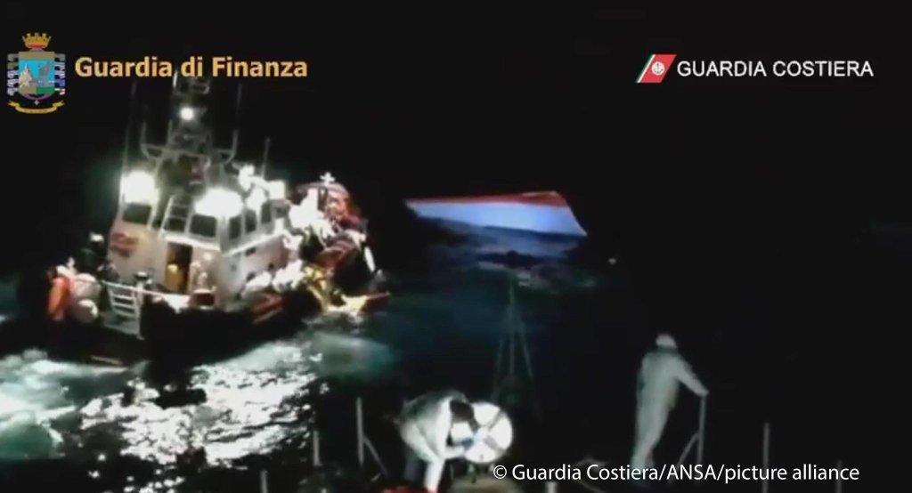 عملیات نجات پناهجویان توسط گارد ساحلی ایتالیا