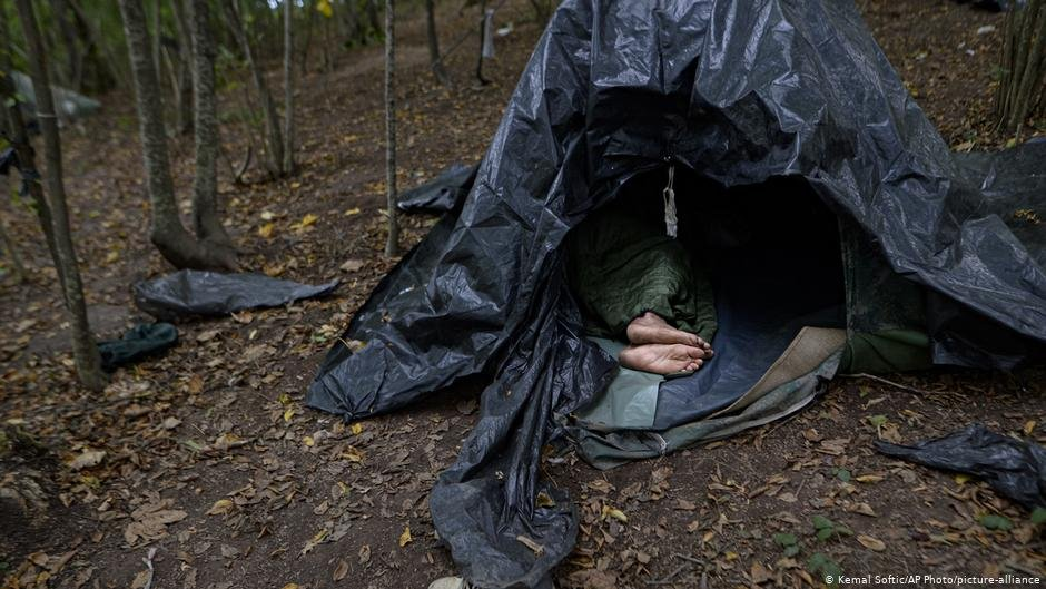 A migrant in a tent outside Velika Kladusa, Bosnia | Photo: Kemal Softic/AP Photo/Picture-alliance