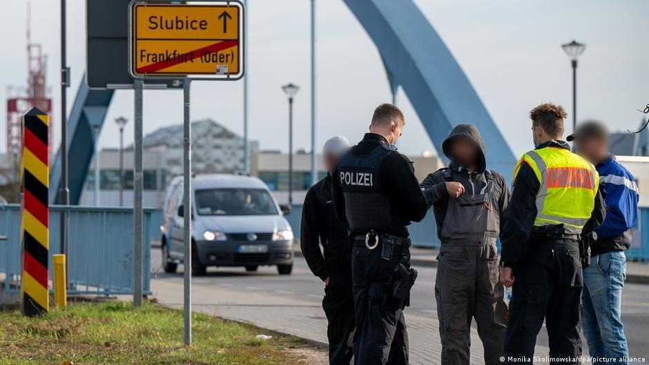 پولیس آلمان کنترول های سختگیرانه تری را در مرز با پولند به جریان انداخته است./عکس: Monika Skloimowska/dpa/picture-alliance