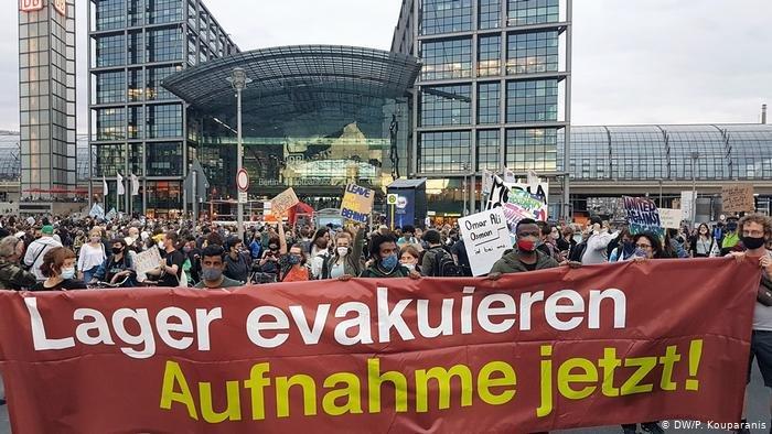 مظاهره کنندگان از حکومت آلمان میخواهند که پناهجویان را از جزیره لیسبوس بپذیرد