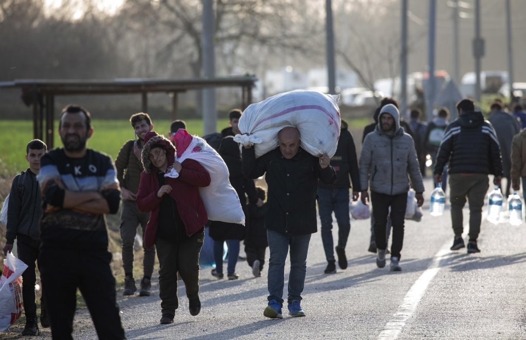 Migrants walk back from the Turkey-Greece border to the city centre of Edirne, Turkey, 3 March 2020 | Photo: EPA/ERDEM SAHIN