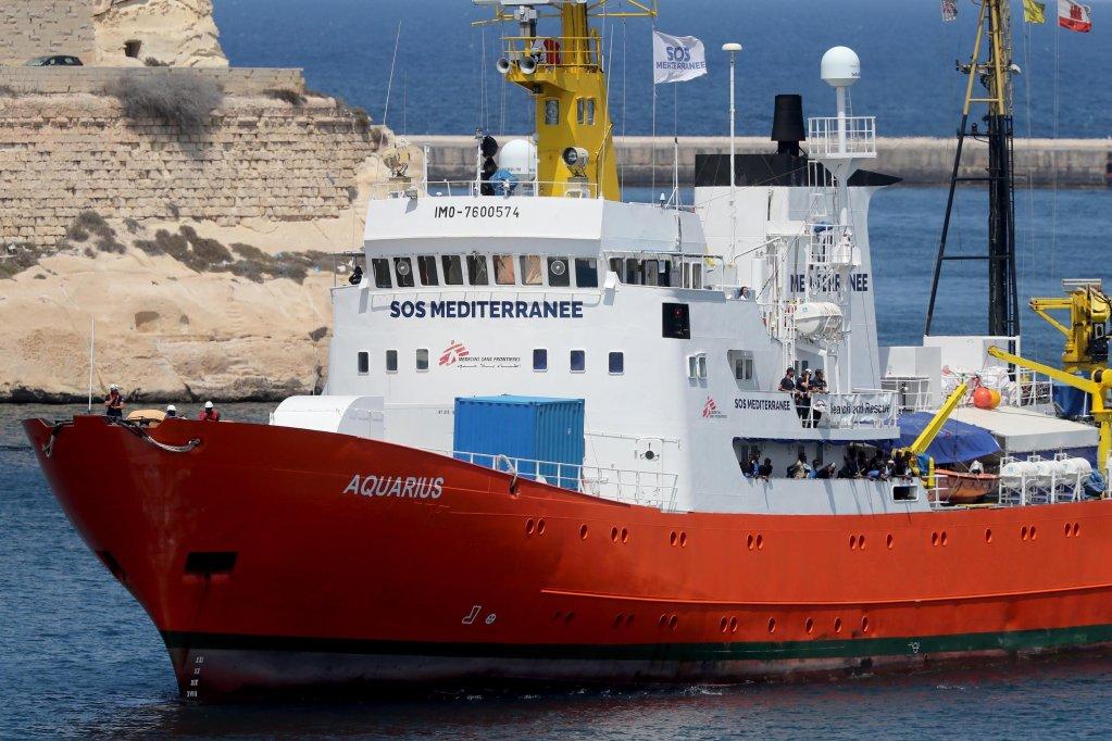 The Aquarius enters the Grand Harbors in Sengala, Valletta, Malta Credit: EPA/ Domenic Aquilina)