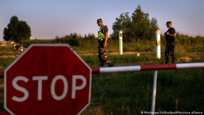 رجال من شرطة الحدود الليتوانية