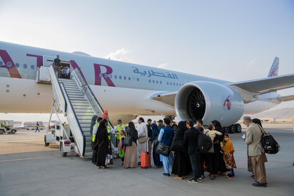 عکس آرشیف: گروهی از افغانها در فرودگاه بین المللی کابل، ۱۲ سپتمبر ۲۰۲. عکس از وزارت خارجه قطر
