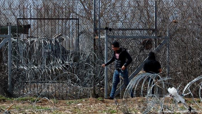 picture-alliance/AP/D. Bandic |تحاول اليونان تحصين حدودها أكثر من خلال سياج في نقاط حدودية إضافية لمنع دخول المهاجرين