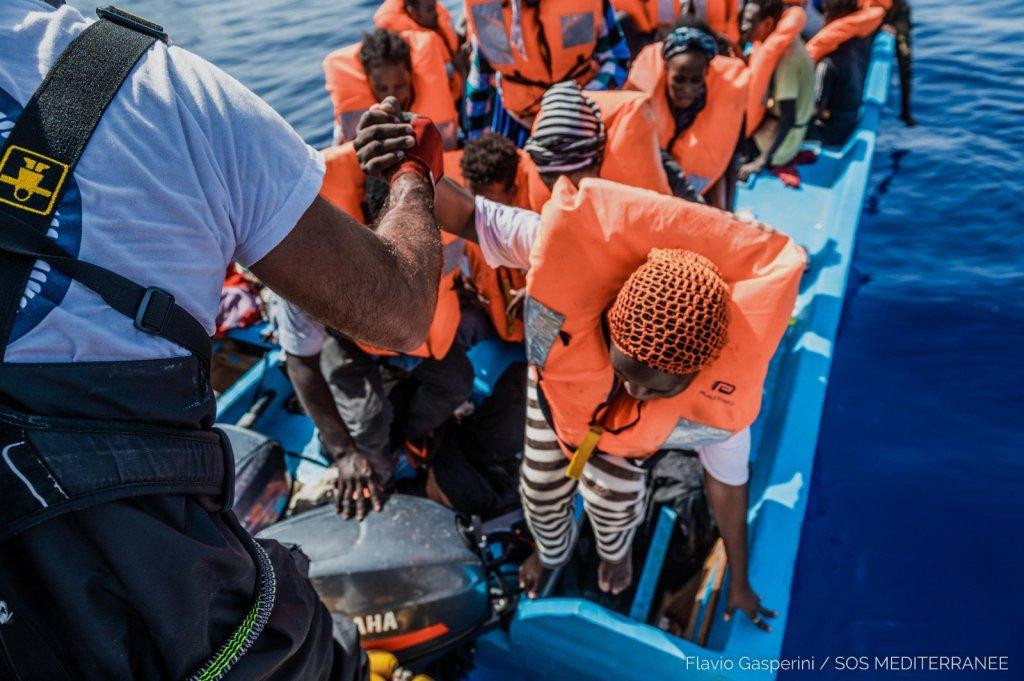 """إحدى عمليات الإنقاذ التي نفذتها السفينة """"أوشن فايكنغ"""" في 31 تموز/ يوليو الماضي. المصدر: منظمة """"أس أو أس ميديتراني""""."""