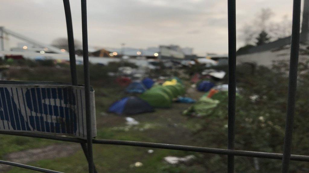 صورة من الأرشيف لمخيم عشوائي في أوبرفيلييه شمال باريس. المصدر / موسى أبو زعنونة - مهاجر نيوز