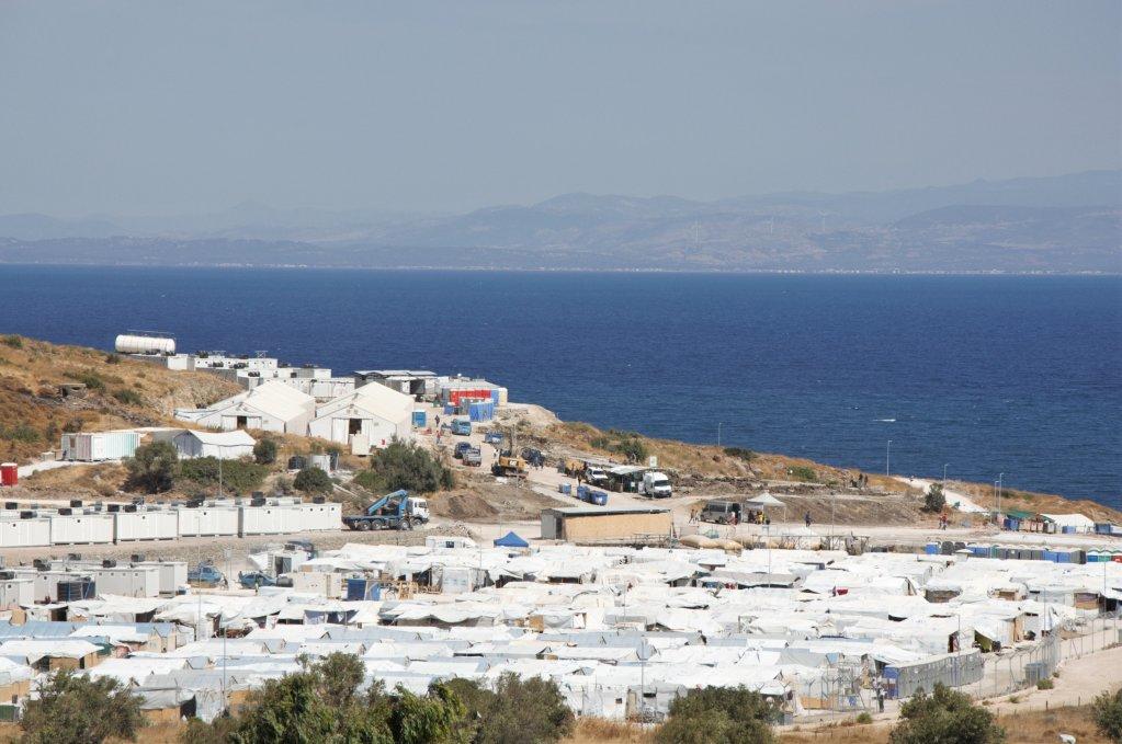 """مخيم """"كاراتيبي 2 أو موريا 2"""" على جزيرة ليسبوس اليونانية. الصورة: دانا البوز"""