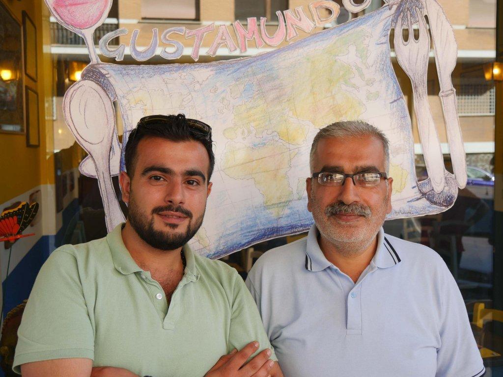 محمود ووالده مصطفى. الصورة: ANSA
